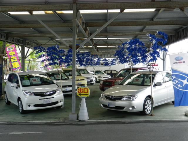 店舗建物の裏側にも中古車展示場があります。こちらの展示車両にもご入力下さい。