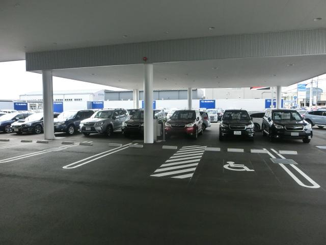 広めの駐車場ですので、みなさんお気軽にお越しくださいませ。