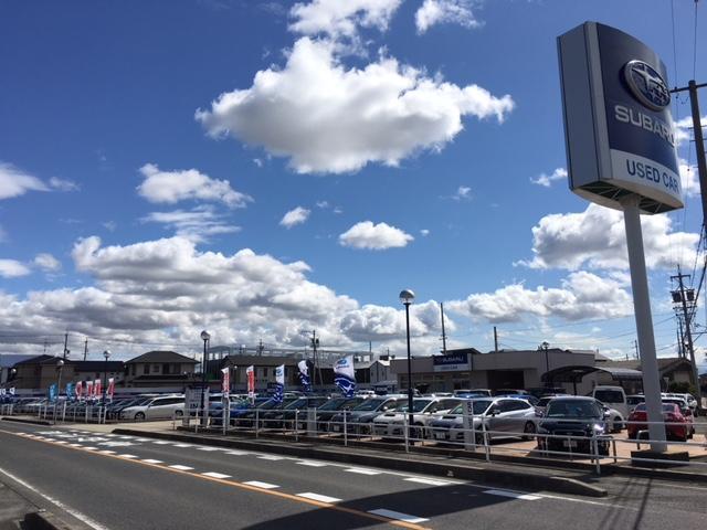 中部地区スバルディーラー最大級の展示場にスバル車や、他メーカーも幅広くラインナップしております!