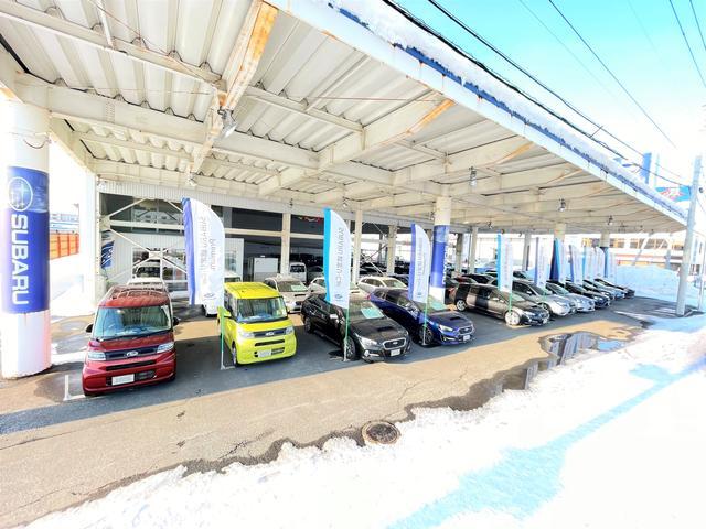 大型展示場完備!屋根付ですので、天気を気にせずゆっくり車選びが楽しめます!