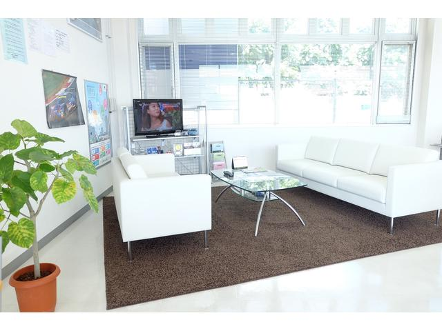 新設したソファーコーナーで、寛ぎながらゆったりとお話しましょう!!