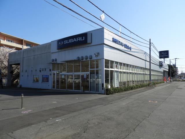 世田谷通りに面しております!走行中でも広い店舗間口でさまざまな車種がご覧いただけます☆