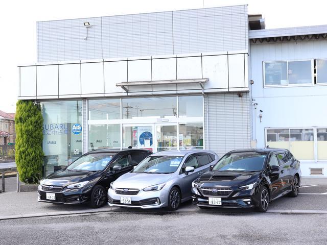 入り口には新車展示コーナーや試乗車のスペースがあり、実際に見てさわって確認する事もできます!!