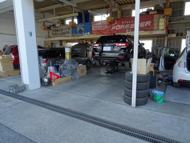 ショールーム横には工場も併設されており、車検・点検等のメンテナンスも行う事ができます!!