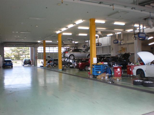サービス工場は新港店または全国のスバルサービス工場がご利用できます。