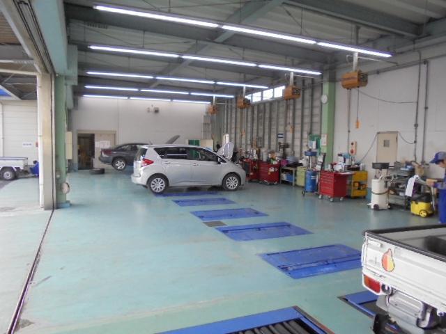 認証工場完備で、車検・点検整備もバッチリです☆資格を持ったスバルのプロのメカニックが愛車をチェック!