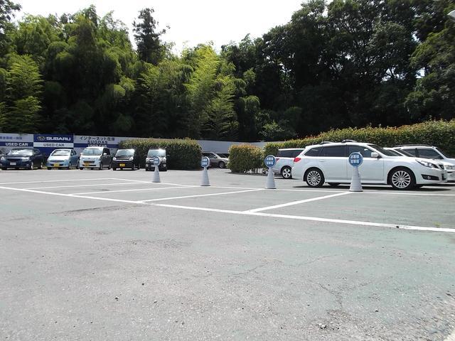駐車場は多くとってございます。皆様のご来店をお待ちしております♪