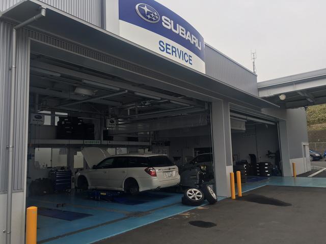 自社工場も完備でオイル交換から車検まで、お車のことなら何でもご相談下さい。