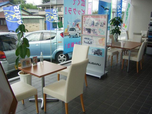 開放感あるショールーム カフェ気分で、ごゆっくりどうぞ。