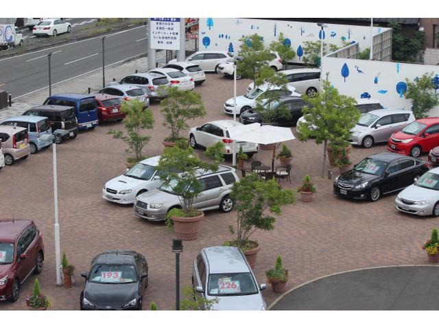 展示場には随時40台前後のスバル車を展示、高年式車からお買い得車まで幅広く取り揃えてあります。