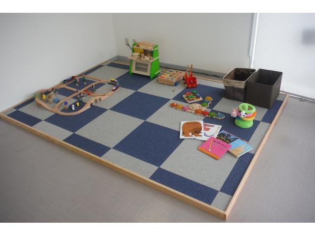 ショールームのキッズスペースをリニューアルしました。木のおもちゃを中心に揃えています。