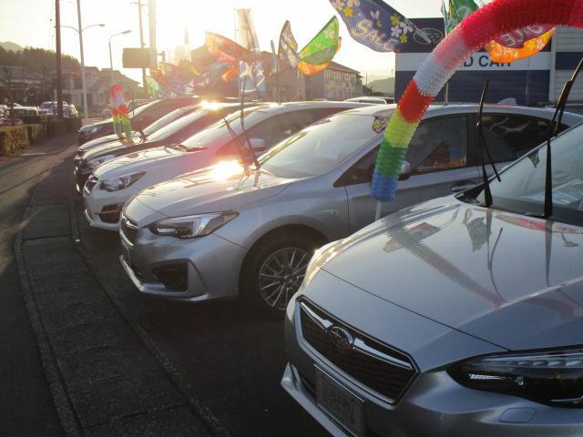 屋外展示場にはお買い得なお車を豊富に展示しています!