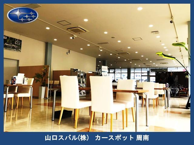 商談スペースにはキッズスペースも広々確保。テーブルの間隔も広めでゆっくり落ち着いて商談が可能です。